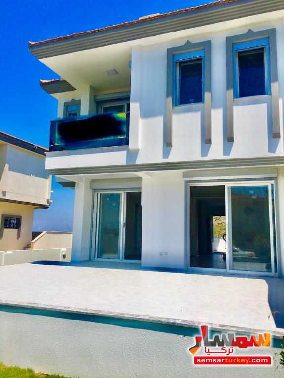Ad Photo: 350 sqm land inside 150 sqm villa 4+1 super lux Next to sea shore in Izmir
